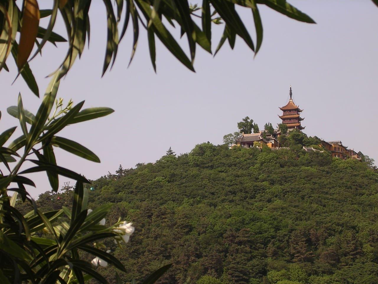 Buddhist_temple_on_Wolf_Hill.jpg