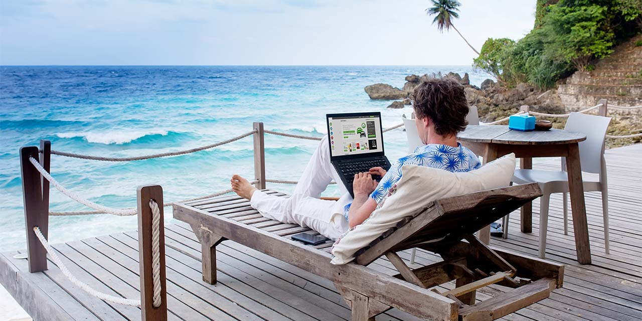 digital-nomad-beach.jpg