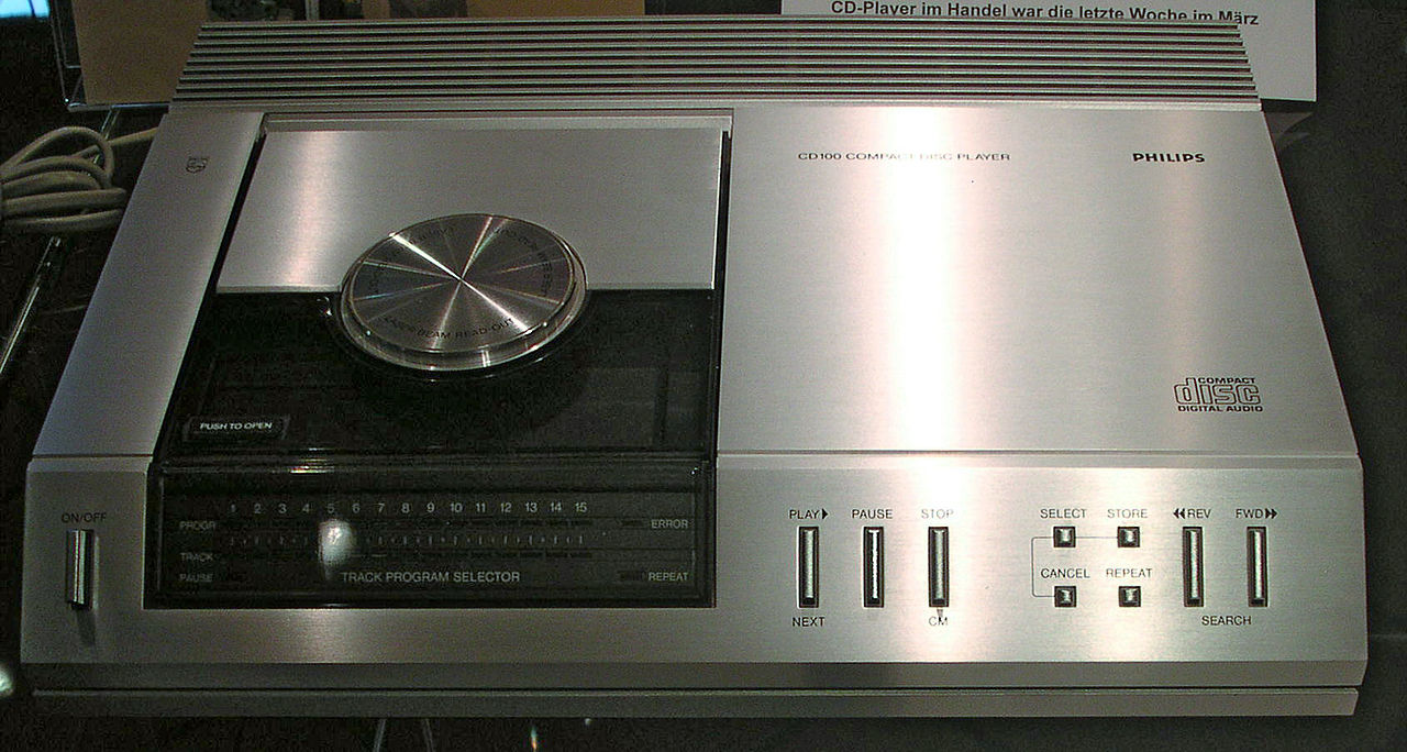 1280px-Philips_CD_100.jpg